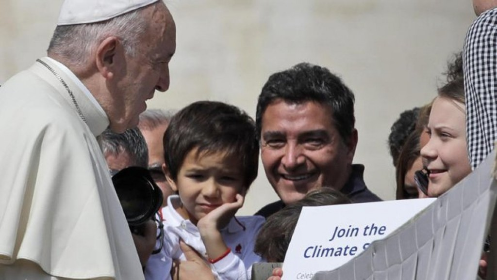 Greta Thunberg incontra papa Francesco all'udienza in piazza San Pietro