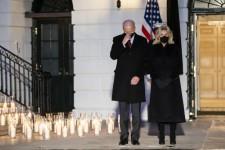 """L'America in preghiera per le 500 mila vittime della pandemia. Biden: """"Una pietra miliare straziante e dolorosa"""""""
